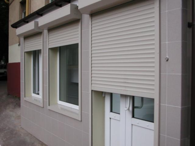 Защитные ставни на двери